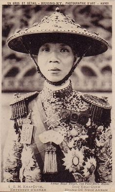 Emperor Khải Định Vietnam History, Vietnam War, Vintage Photographs, Vintage Photos, Hue, Beautiful Vietnam, Thailand, Royal Tiaras, Indochine