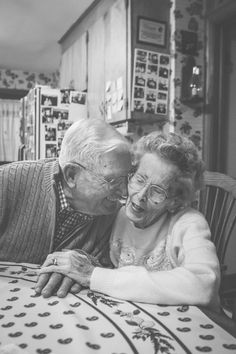 old love old couple stay married true love Samantha Martin Photographer Vieux Couples, Old Couples, Cute Couples, True Love Couples, Real Couples, Old Love, This Is Love, Love Is Sweet, Growing Old Together