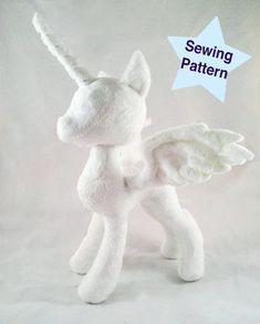 Alicorn Pony Princess Plushie Pattern - Sewing Patterns at Makerist Plushie Patterns, Sewing Patterns Free, Pattern Sewing, Sewing Stuffed Animals, Stuffed Toys Patterns, Easy Sewing Projects, Sewing Crafts, Sewing Hacks, Animal Projects