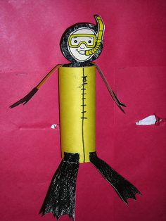 diver with toilet paper roll. Toilet Roll Craft, Toilet Paper Roll Crafts, Sea Crafts, Fish Crafts, Summer Crafts, Crafts For Kids, Children Crafts, Deep Sea Diver, Underwater Theme