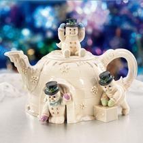 Lenox The Snowman Teapot . in shape of snow igloo with three snowmen in Victorian dress, one sitting on top as knob, bone china, USA Lenox Christmas, Christmas China, Cute Teapot, Teapots Unique, Lenox China, Tea Pot Set, Teapots And Cups, Chocolate Pots, My Tea