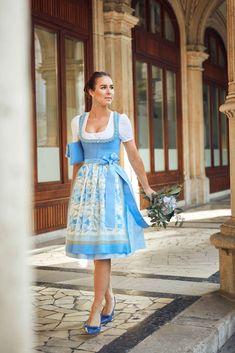 """Bluse """"Jessica Spitze"""" - Baumwolle, mit Minizackenspitzen. Pochette aus Leinen in Lagune mit Froschgoscherln. Paisley, Dirndl Dress, Lady, Pink, Summer Dresses, Country Style, Fashion, Spring Summer, Linen Fabric"""