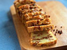 Cake aux lardons, facile et pas cher Mini Quiche Lorraine, Cake Simple, Apple Pie, Banana Bread, Waffles, Cooking, Breakfast, Desserts, Food
