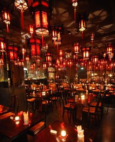 Not far from Vienna's famous Naschmarkt market, ShanghaiTan combines outstanding cuisine with long opening hours and an exotic, Shanghai-style interior décor. Lokal, Mochi, Restaurant Bar, Vienna, Shanghai, Coffee Shop, Interior Decorating, Things To Come, Chandelier