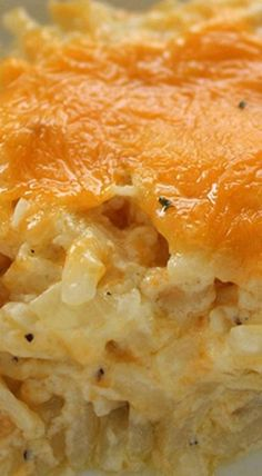 Homemade CopyCat Cracker Barrel Hashbrown Casserole ~ So cheesy and so easy to m. - - Homemade CopyCat Cracker Barrel Hashbrown Casserole ~ So cheesy and so easy to make. Great for breakfast or even a dinner side - Plus they are perfe. Crock Pot Recipes, Easy Casserole Recipes, Side Dish Recipes, New Recipes, Cooking Recipes, Favorite Recipes, Casserole Dishes, Sausage Recipes, Recipies