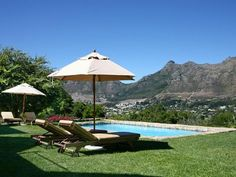 4 bedroom House for rent in Hout Bay. Warmth and luxury wrapped up in a delightful African Style Villa set high up on the back slopes of Table Mountain with sea and mountain views, beautiful indigenous gardens with large heated pool and a wine cellar with a difference. From R7, 200 per day