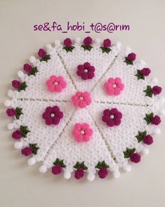Kenarı Tomurcuklu Lif Modeli Resim See other ideas and pictures from the category menu…. Doily Patterns, Crochet Patterns, Piercings Ideas, Crochet Toilet Roll Cover, Crochet Stitches, Crochet Hats, Woolen Craft, Halloween Make, Centre Pieces