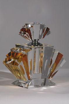 Amber crystal Art Deco fan shaped perfume bottle Perfume Chique, Antique Perfume Bottles, Vintage Bottles, Perfumes Vintage, Parfumerie, Art Deco Glass, Bottle Design, Amber Crystal, Art Nouveau