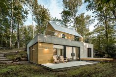 Built by YH2 Architecture in Lac-Supérieur, Canada with date 2015. Images by Julien Perron-Gagné. Architectural design firm YH2 marries modern residences with a natural experience in the Canadian Laurentians. On the...