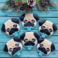 Fabulous pugs by 😍😍😍 . Custom Cookie Cutters, Custom Cookies, Sweets Art, Pet Dogs, Dog Cat, Birthday Cookies, Sugar Art, Royal Icing, Cookie Decorating