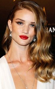 rosie huntington-whitely long blonde brown wavy side swept hairstyle