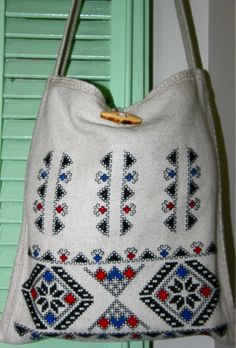 Ready for a walk! Handmade totebag with Romanian motifs.