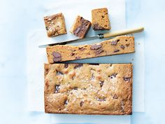These recipes for sweet and salty desserts include salted caramel desserts, chocolate and pretzels, and salted chocolate chip cookies. Salted Caramel Brownies, Salted Caramel Chocolate, Chocolate Caramels, Chocolate Brownies, Easy Brownies, Oreo Fudge, Chocolate Tarts, Salted Caramels, Köstliche Desserts