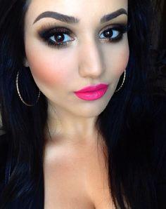Makeup Smokey eye with pink lips
