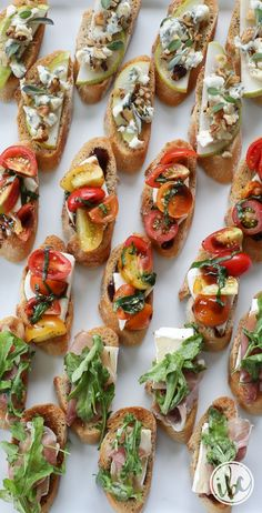 A delicious and easy appetizer recipe inspired by the farmers market. Trio of Farm-to-Table Inspired Crostini Comida Picnic, Party Food Platters, Easy Appetizer Recipes, Meat Appetizers, Easy Canapes, Canapes Ideas, Cucumber Appetizers, Appetizers Table, Simple Appetizers