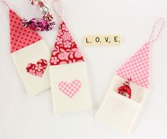 Make all your diy Valentines gifts using these free Valentines sewing patterns and tutorials. The cutest diy gifts for Valentines - ever! Homemade Valentines, Valentine Day Crafts, Valentine Heart, Valentine Ideas, Diy Valentine's Treat Bags, Diy Valentine's Treats, Diy Hair Bows, Diy For Kids, Diy Gifts