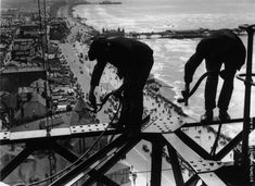 Balancing on girders high above the promenade workmen repair Blackpool Tower.  (Photo by Fox Photos/Getty Images). 15th August 1934