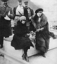 1919 Queen Marie of Rumania and Princess Ileana on the Danube during their retur to Bucharest Princess Alexandra, Princess Beatrice, Prince And Princess, Romanian Royal Family, Spanish Royal Family, History Of Romania, Maud Of Wales, Victorian Life, Bucharest Romania
