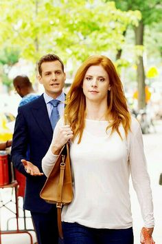 Harvey and Donna Serie Suits, Suits Tv Series, Suits Tv Shows, Harvey Specter Suits, Suits Harvey, Donna Harvey, Donna Suits, Donna Paulsen, Sarah Rafferty