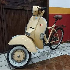 Vespa Px, Scooter Motorcycle, Motorcycle Tips, Motor Scooters, Vespa Scooters, Sidecar, Piaggio Scooter, Car Furniture, Automotive Furniture