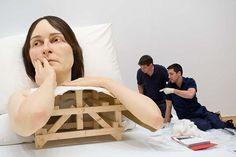 Ron Mueck – Esculturas hiper-realistas de pessoas gigantes