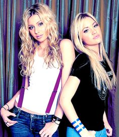 Aly & AJ ☆♡★ Aly and AJ are a singing duo consisting of sisters Alyson and Amanda Joy Michalka. Aj Michalka, Aly And Aj, Blonde Curls, Natural Blondes, Aj Styles, People Magazine, Celebs, Celebrities, Woman Crush