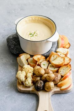 This indulgent tasting vegan cheese fondue is made with homemade cultured cashew cheese. Served with an assortment of roasted or steamed vegetables and cubes of toasted bread, it's a perfect intimate entree or appetizer for larger gatherings. Cheese Fondue Dippers, Best Cheese Fondue, Fondue Recipe For Kids, Fondue Recipes, Fondue Ideas, Cashew Cheese, Vegan Cheese, Antipasto, Snacks