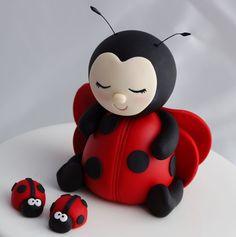 Fondant Ladybug cake topper :) More (Cake Decorating Animals) Ladybug Cakes, Ladybug Party, Fondant Cake Toppers, Fondant Figures, Cupcake Toppers, Fondant Cupcakes, Cupcake Cakes, Fondant Animals, Animal Cakes