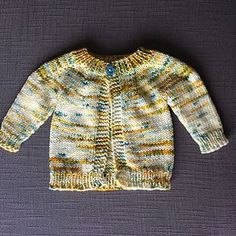 Perfect Baby Boy or Girl Top Down DK Jacket pattern by marianna mel : Ravelry: Perfect Baby Boy or Girl Top Down DK Jacket pattern by marianna mel Baby Cardigan Knitting Pattern Free, Knitting Baby Girl, Baby Sweater Patterns, Baby Girl Patterns, Crochet Baby Cardigan, Knit Baby Sweaters, Baby Knitting Patterns, Baby Knits, Booties Crochet
