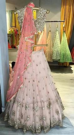 Indian lehenga - Ideas for skirt indian wedding india wedding skirt Indian Lehenga, Lehenga Designs, Indian Wedding Outfits, Indian Outfits, Indian Clothes, Indian Attire, Indian Wear, Pakistani Dresses, Indian Dresses