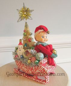 I'm a bit obessed with vintage Christmas! Handmade Christmas Crafts, Christmas Gift Decorations, Christmas Arrangements, Christmas Centerpieces, Xmas Crafts, Christmas Projects, Vintage Decorations, Vintage Ornaments, Holiday Ornaments
