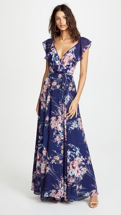 Find and compare Yumi Kim Full Bloom Maxi across the world's largest fashion stores! Casual Dresses, Fashion Dresses, Maxi Dresses, Evening Dresses, Summer Dresses, Gowns Online, Floral Maxi Dress, Designer Dresses, Beautiful Dresses