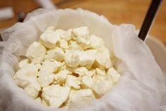 Homemade squeaky cheese curds, for poutine. No Dairy Recipes, Milk Recipes, Cheese Recipes, Cooking Recipes, Cooking Hacks, Lunch Snacks, How To Make Cheese, Food To Make, Making Cheese