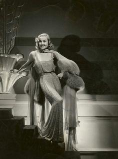 Carole Lombard (1930s)... Love this dress !!
