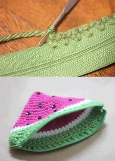 Häkeltäschchen mit Reißve, crocheted watermelon coin purse -- I never knew how easy it would be to add a zipper!Repeat Crafter Me - Como colocar zíper no seu crochetPoser un zip sur du crochetCrochet Toys - How to Change Yarn Colors While Knittin Crochet Diy, Love Crochet, Crochet Crafts, Crochet Hooks, Crochet Doilies, Crochet Ideas, Crochet Pattern, Diy Coin Purse, Crochet Coin Purse