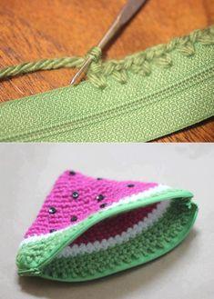 Häkeltäschchen mit Reißve, crocheted watermelon coin purse -- I never knew how easy it would be to add a zipper!Repeat Crafter Me - Como colocar zíper no seu crochetPoser un zip sur du crochetCrochet Toys - How to Change Yarn Colors While Knittin Diy Coin Purse, Crochet Coin Purse, Crochet Purses, Coin Purses, Crochet Diy, Crochet Crafts, Crochet Hooks, Crochet Doilies, Crochet Ideas