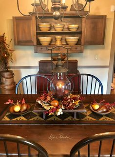 Idee per mobili Country – Recycled Furnitures Ideas Primitive Dining Rooms, Country Dining Rooms, Primitive Homes, Country Furniture, Country Primitive, Repurposed Furniture, Antique Furniture, Primitive Autumn, Primitive Christmas