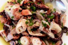 Τα κρητικά: χταποδάκι μυρωδάτο   Κουζίνα   Bostanistas.gr : Ιστορίες για να τρεφόμαστε διαφορετικά Greek Beauty, How To Cook Fish, Vegetarian Cooking, Fish Recipes, Deli, Pasta Salad, Potato Salad, Seafood, Cooking Fish