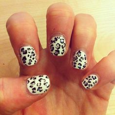 white glitter leopard. My next mani and pedi :)