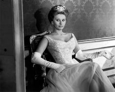 sophia loren wedding dress  | Sofia Loren demonstrating how to wear over-the-elbow and still look ...