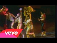 ▶ Earth, Wind & Fire - Sing A Song - YouTube ABSOLUTELY TERRIFIC PERFORMANCE - GREAT ENERGY.