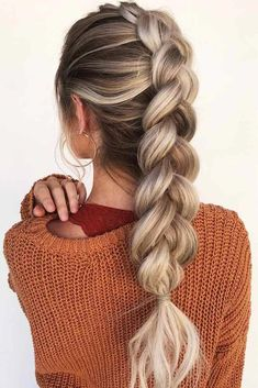 This lovely mohawk braid hairstyle goes well with everyday fashion. #braidedhairstyles