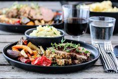 GRATINERT LAMMESTEK MED ROTGRØNNSAKER OG RØDVINSAUS Lamb, Ethnic Recipes, Food, Meal, Eten, Meals, Baby Sheep