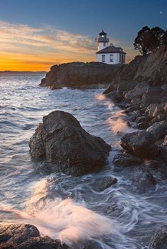 ~~ I love you Daddy, xox ~~ Lime Kiln lighthouse, San Juan Island, Washington, USA. B B B Pearce Ellis Taylor Summer side trip in Seattle? Beautiful Places, Beautiful Pictures, San Juan Islands, Am Meer, Vacation Destinations, Belle Photo, Costa, Places To Go, Scenery