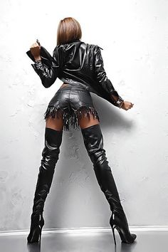 All leather.and boots. Thigh High Boots Heels, Sexy High Heels, Mode Outfits, Sexy Outfits, Leather Fashion, Fashion Boots, Looks Pinterest, Crotch Boots, Long Boots