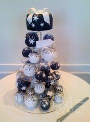 Christmas Cake Bomb / Bauble Wedding Display