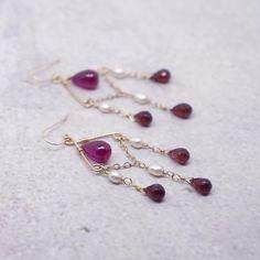 Red Garnet Quartz and Pearl Wire Wrapped Dangle Drop Earrings Beaded Earrings, Beaded Jewelry, Stud Earrings, Jewellery, Cartilage Earrings, Handmade Wire Jewelry, Earrings Handmade, Gold Filled Jewelry, Wire Wrapped Jewelry