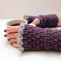 New Inspiring Images Celebrating Crochet! – Crochet Patterns, How to, Stitches, Guides and Crochet Fingerless Gloves Free Pattern, Crochet Hooks, Knit Crochet, Tsumtsum, Wrist Warmers, Crochet Patterns For Beginners, Crochet Accessories, Crochet Projects, Creations