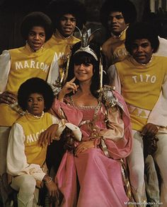 Michael Jackson and brothers The Jackson Five, Jackson Family, Janet Jackson, Photos Of Michael Jackson, Michael Jackson Bad Era, Familia Jackson, Gary Indiana, Native American Images, King Of Music
