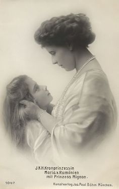 Queen Marie of Romania and Princess Marioara (Mignon), later Queen of Yugoslavia. She is my favourite Romanian Princess Vintage Pictures, Old Pictures, Old Photos, Queen Mary, King Queen, Romanian Royal Family, Royals Today, Royal House, Royal Weddings